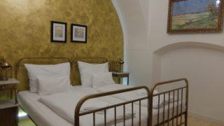 Hotel U Zlateho jelena (Golden Deer Hotel) はプラハ旧市街地中心で場所と雰囲気最高の格安おすすめホテル。
