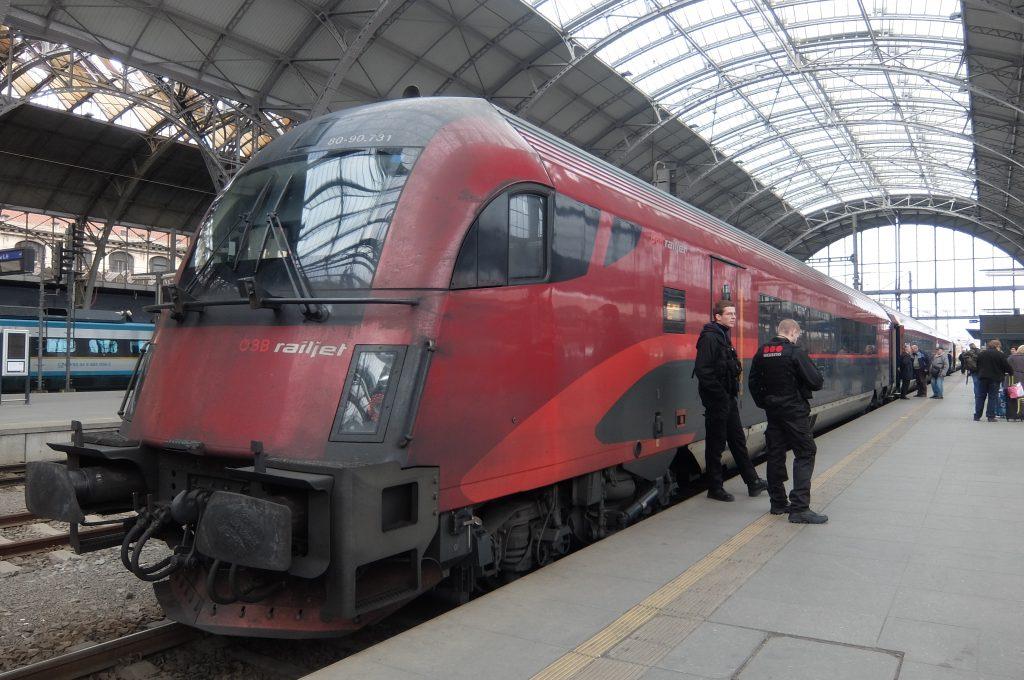ウィーン-プラハ高速鉄道railjet77