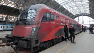 プラハからウィーンへ高速鉄道で移動;1等席と食堂車とプラハ駅CDラウンジ@ヨーロッパ旅行記3日目-2