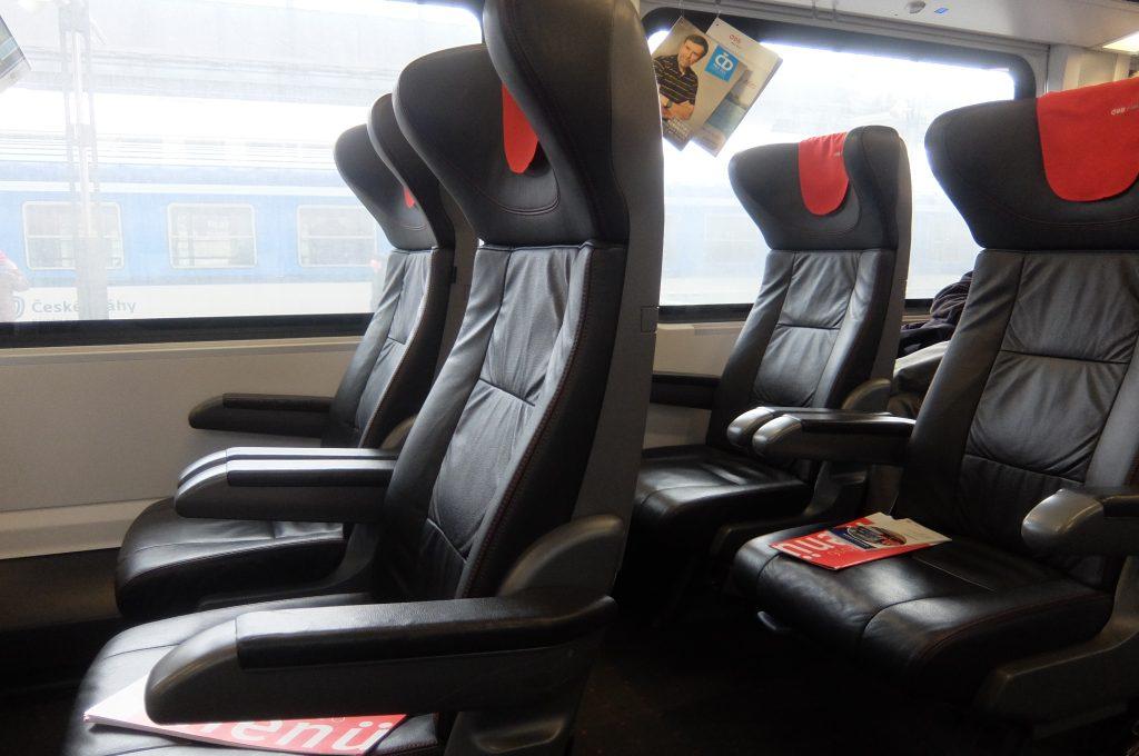 ウィーンからプラハ列車1等席